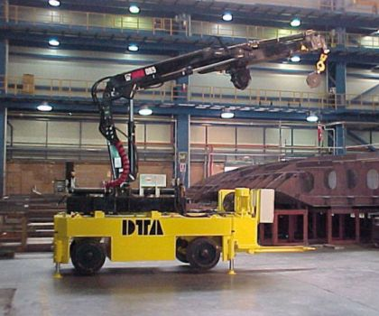 Industrial trailer with crane DTA