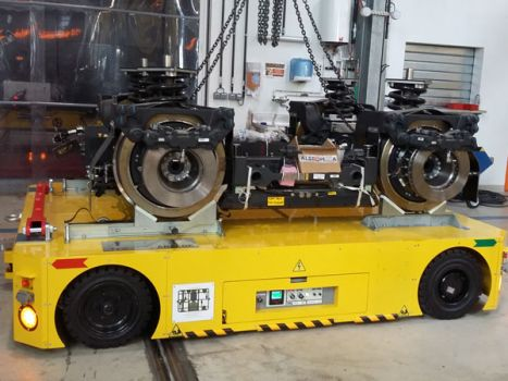 Self-propelled trailer for handling bogies of trains DTA