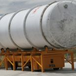 Self propelled truck for handling gas tanks :: DTA